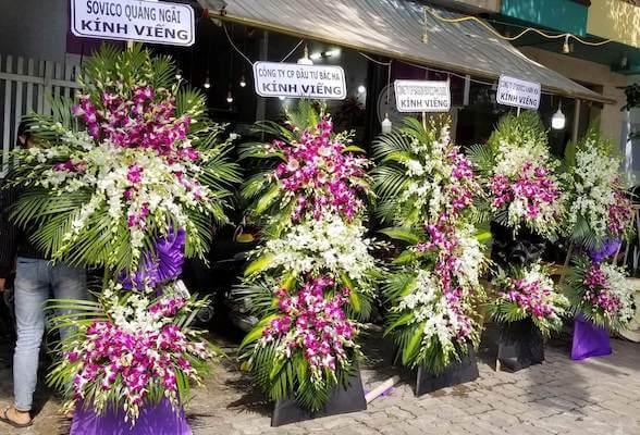 vòng hoa tươi dùng để viếng tang lễ sui gia